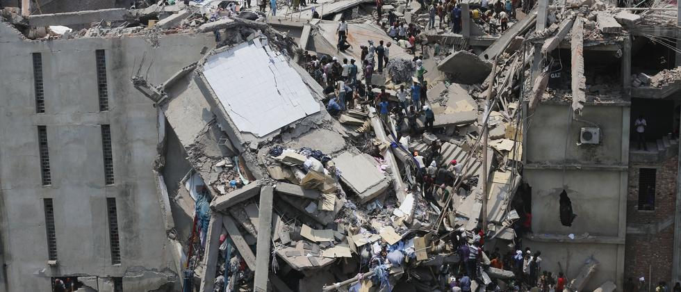 Die eingestürzte Fabrik in Bangladesch vor einem Jahr