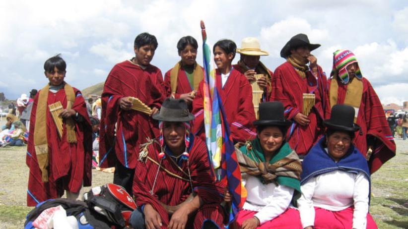 Bolivien: Aymara in ihrer traditionellen Tracht