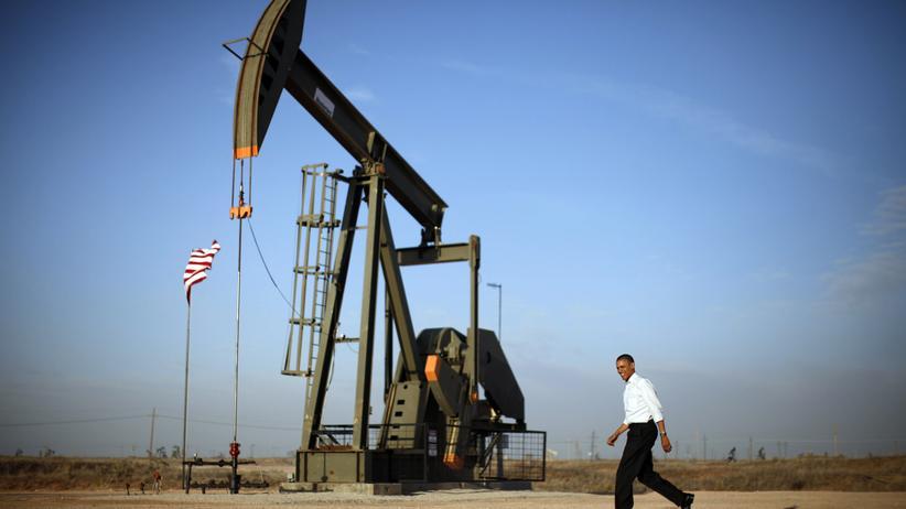 Fracking: US-Präsident Barack Obama an einer Ölförderpumpe