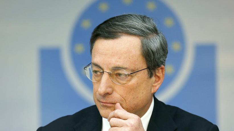 Europäische Zentralbank: Will den Leitzins trotz der wachsenden Wirtschaft zunächst nicht anheben: Der Präsident der EZB, Mario Draghi.