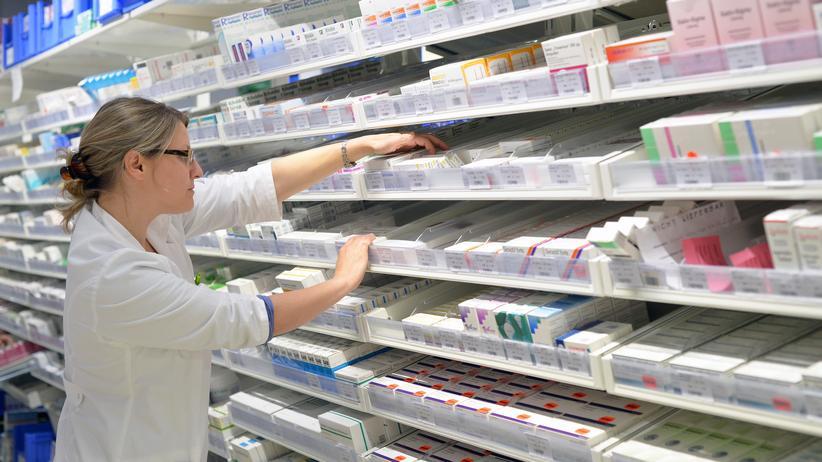 Arzneimittelpreise : Proteste gegen den hohen Preis des Hepatitis-C-Medikamens Sofosbuvir for der Gilead-Filiale in Montpellier, Frankreich.