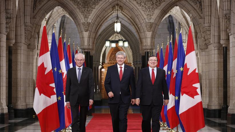 Ceta: Sind sich über Ceta einig: Herman Van Rompuy, Stephen Harper und José Manuel Barroso