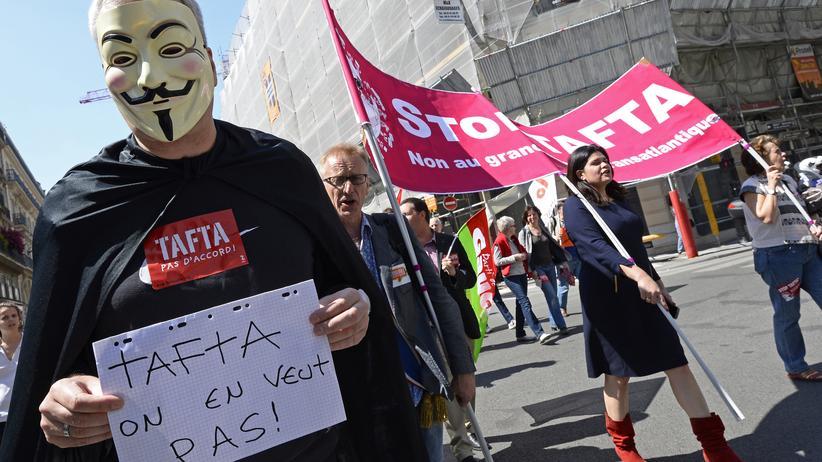 Standpunkt: Eine Demonstration gegen TTIP in Paris, im Mai dieses Jahres