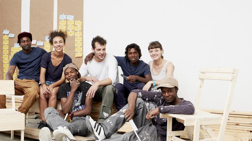 Möbel Bauer flüchtlinge die möbelbauer ledusa zeit