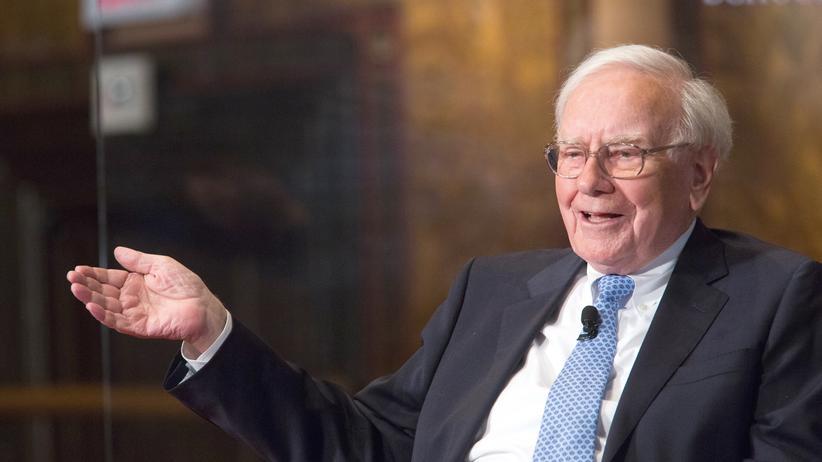 Warren Buffett: Warren Buffett, Vorstandsvorsitzender von Berkshire Hathaway, spricht bei einer Diskussionsveranstaltung an der Georgetown University in Washington, D.C., am 19. September 2013.