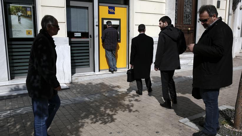 Wirtschaftskrise: Griechen räumen 2,5 Milliarden Euro von ihren Konten