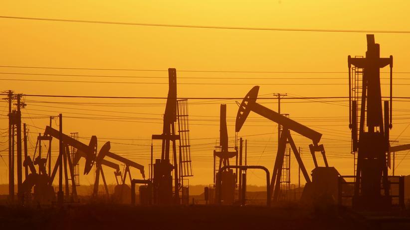USA: Ölförderung in der nähe von Lost Hills in Kalifornien