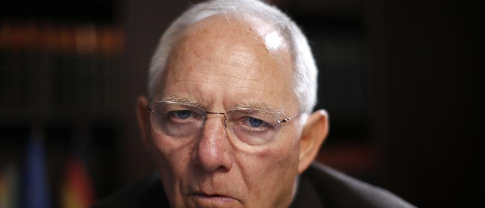 Bundesfinanzminister Wolfgang Schäuble trifft erstmals auf die neue griechische Regierung