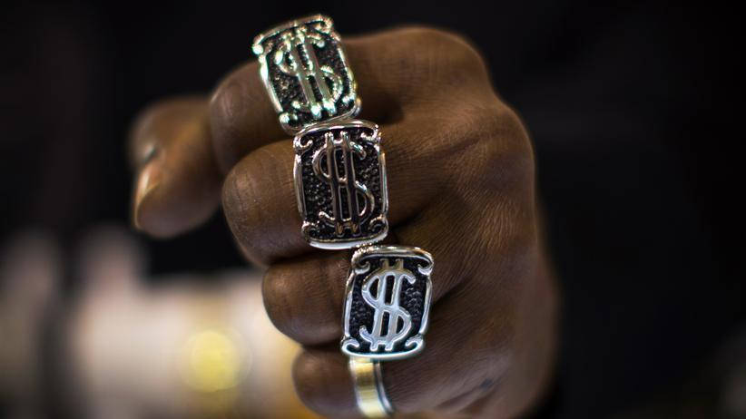 Bling-Bling-Ring mit Dollar-Zeichen