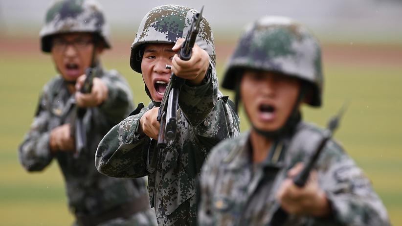Rüstungsindustrie: Soldaten der chinesischen Streitkräfte: Die chinesische Rüstungsindustrie gewinnt stark an Bedeutung.