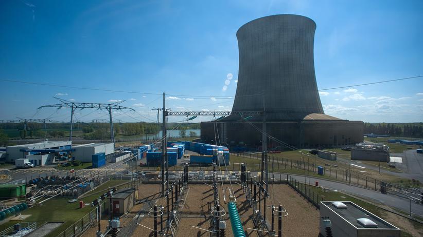 Soll weniger wichtig werden: die Kernkraft in Frankreich. Hier ein Foto der Kühltürme vom Kraftwerk Saint-Laurent-des-Eaux.