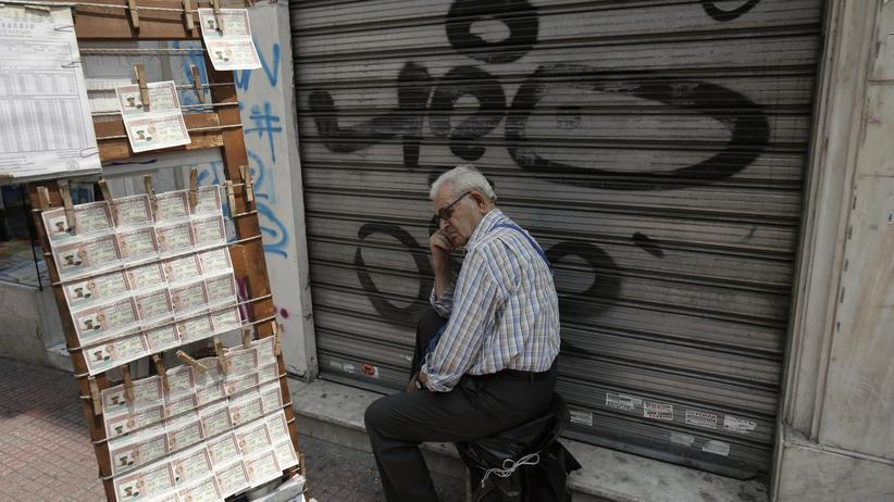 Ein Verkäufer von Lotterielosen in Athen (Archivbild)