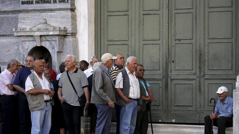 Schuldenkrise: Griechenland willigt in Rentenkürzungen und Steuererhöhungen ein