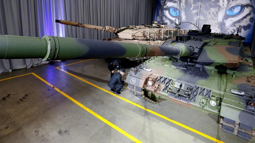 Unternehmen: Präsentation des Leopard-2A7-Panzers von Krauss-Maffei Wegmann im Dezember 2014
