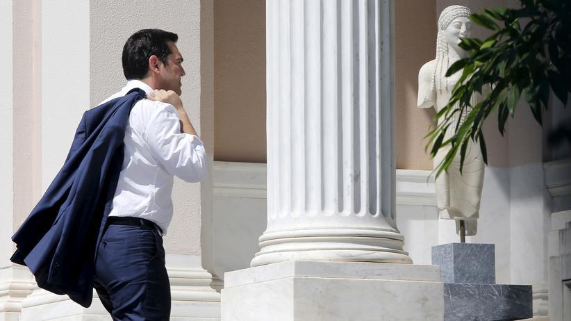 Alexis Tsipras kommt nach den EU-Verhandlungen zurück in seinen Amtssitz in Athen.