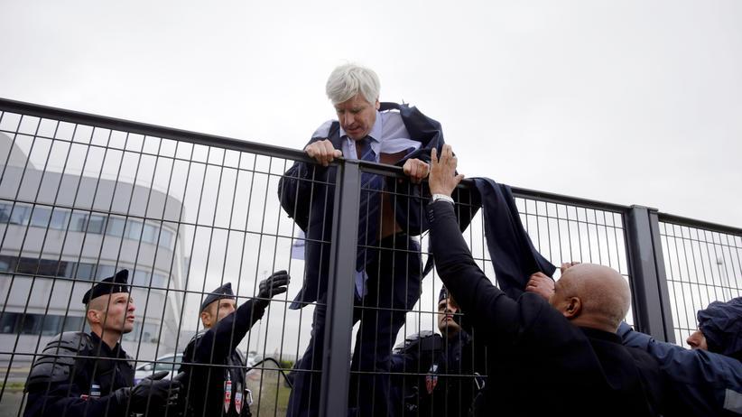 Air France: Hunderte Angestellte stürmen Betriebsratssitzung