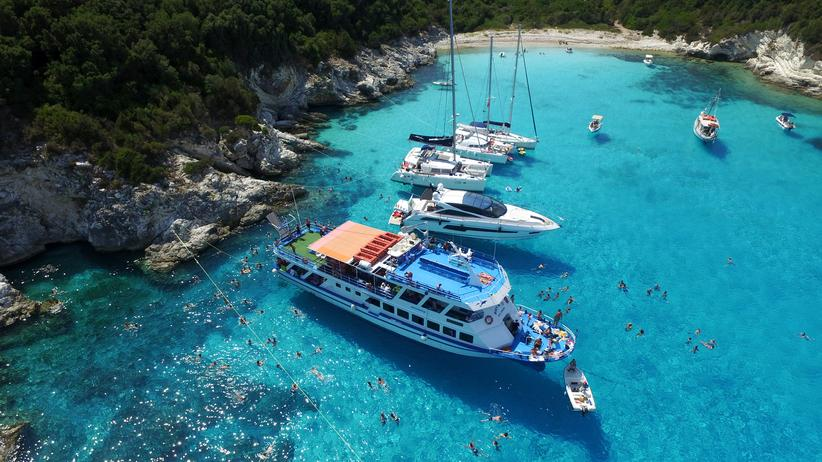 Jachten am Hafen von Anti Paxos in Griechenland