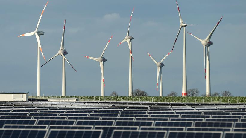Erneuerbare Energien: Wind- und Solaranlagen bei Werder in Brandenburg