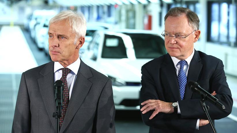 Der neue VW-Chef Matthias Müller und Stephan Weil im VW-Werk in Wolfsburg