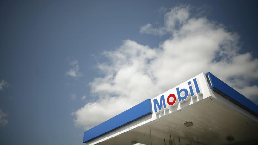 Klimawandel: Eine Tankstelle von Mobil, einer Firma des Ölkonzerns ExxonMobil