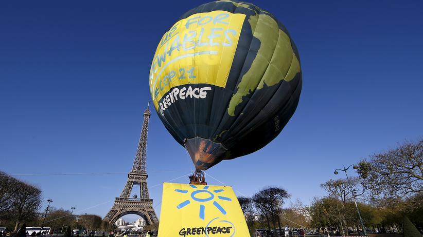 Klimakonferenz: Greenpeace-Aktion vor dem Eiffelturm
