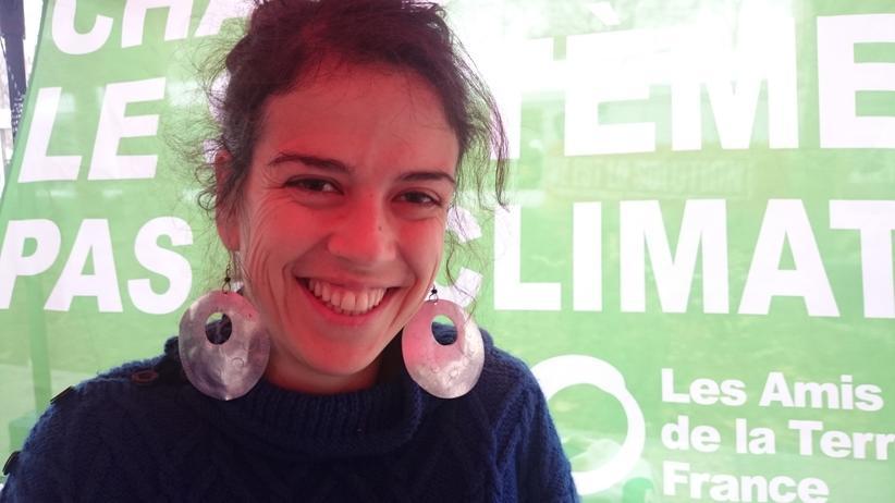 Das System muss sich ändern, nicht das Klima: Malika Peyraut, Sprecherin von Friends of the Earth Frankreich, auf dem Bürgergipfel in Montreuil