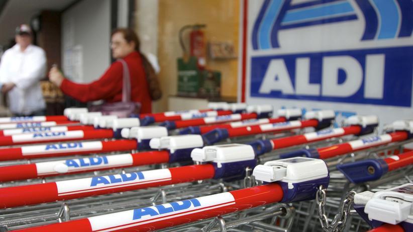 Familienunternehmen: Vor einer Aldi-Filiale in Hamburg