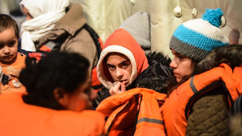 Flüchtlinge: Aus Seenot gerettete Flüchtlinge auf einem Schiff der türkischen Küstenwache