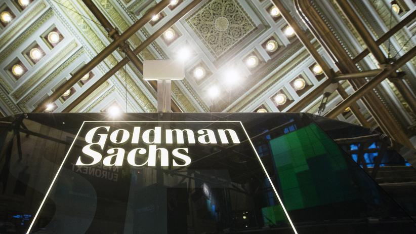 Goldman Sachs: Das Logo von Goldman Sachs im Gebäude der New Yorker Börse: Die Bank will ihre Rechtsstreitigkeiten im Zusammenhang mit Hypothekengeschäften beenden.
