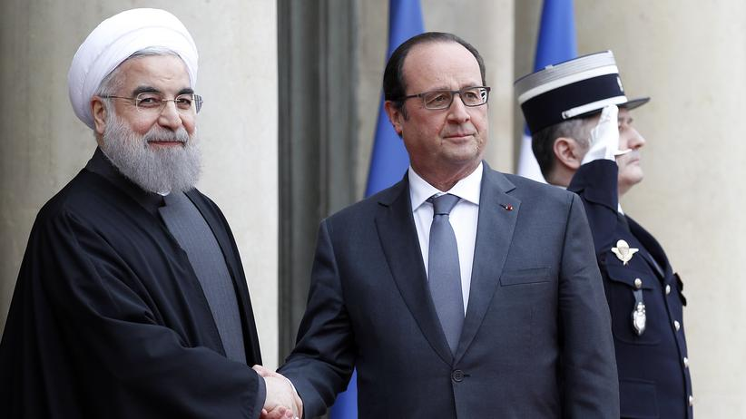 Der französische Präsident Hollande begrüßt Hassan Ruhani im Élysée-Palast.