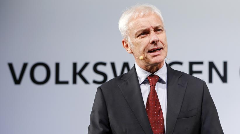 Volkswagen-Chef Matthias Müller entschuldigt sich bei seinem ersten offiziellen Besuch in den USA.