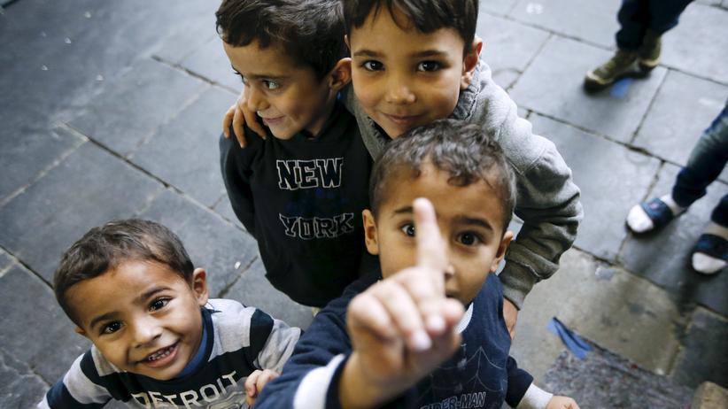 Sozialleistungen: Flüchtlingskinder in der Notunterkunft Tempelhofer Flughafen in Berlin