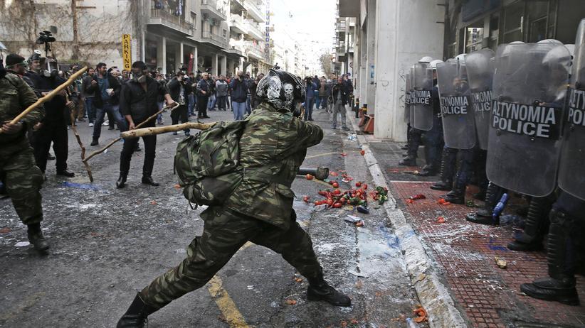 Griechenland: Mit Hirtenstöcken gegen die Polizei