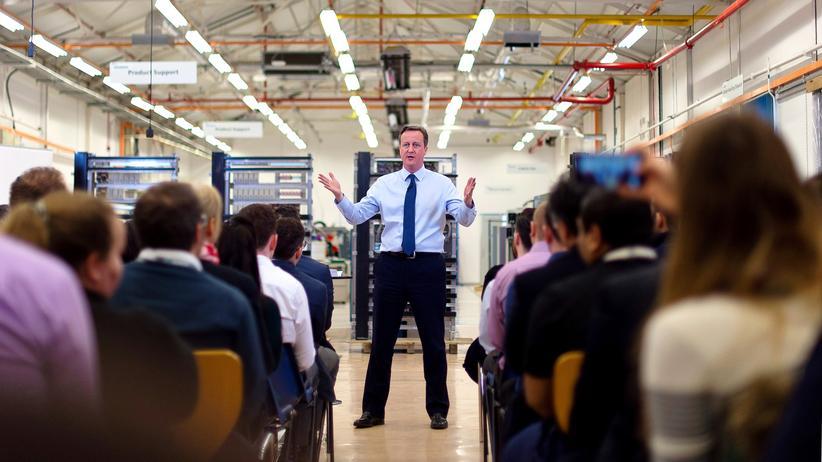 Großbritannien: Der britische Premierminister David Cameron spricht vor Siemens-Mitarbeitern in Chippenham (England)