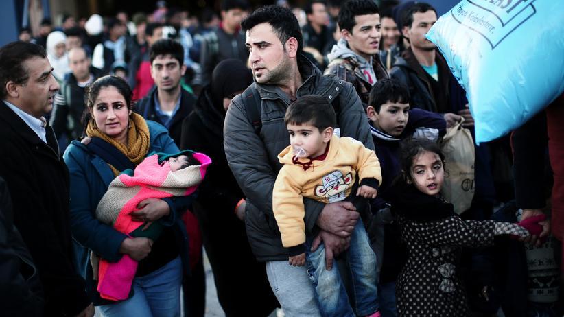 Griechenland: Flüchtlinge erreichen den Hafen von Piräus in Griechenland.
