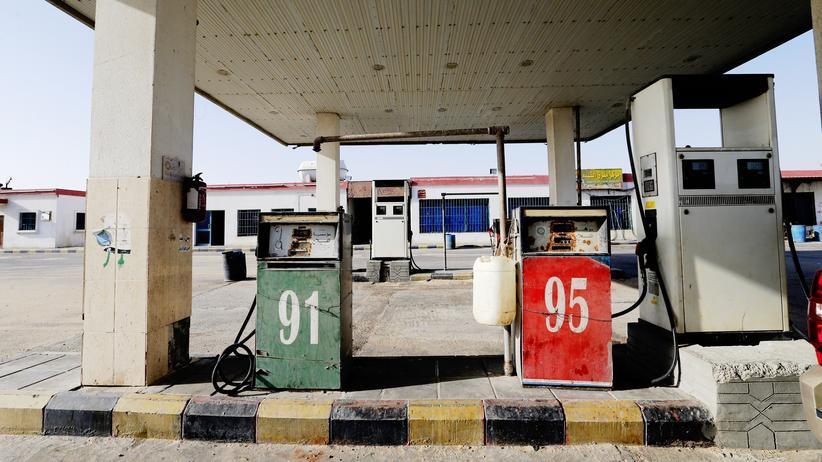 Energiepolitik: Tankstelle in Salwa an der Grenze von Katar zu Saudi-Arabien