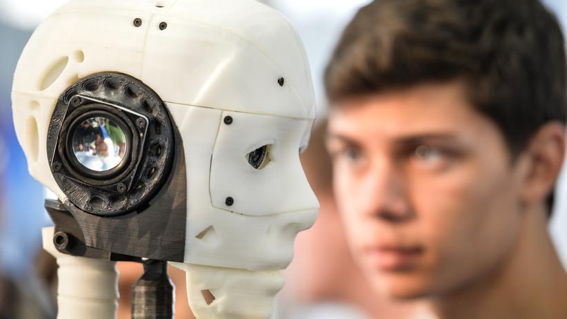 Künstliche Intelligenz: Wer trägt die Verantwortung für Schäden, die Roboter anrichten?