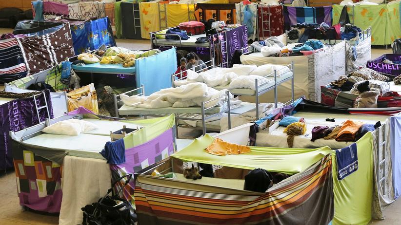 Flüchtlingsunterkünfte: Beengte Verhältnisse: Betten in einer Notunterkunft für Flüchtlinge in Berlin-Hohenschönhausen.