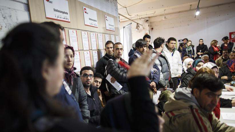 Asylpolitik: Flüchtlinge in Berlin während einer Informationsveranstaltung zur Jobberatung
