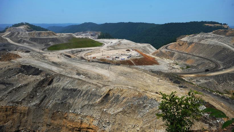 RWE: So sieht Mountaintop Removal Mining aus: Kohleabbau auf dem Kayford Mountain in West Virginia, USA (Archiv).