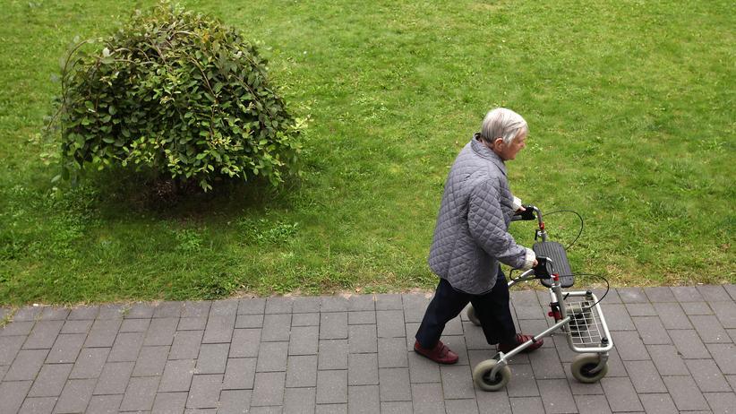 Sozialversicherung: Rentnerin in Berlin-Lichtenberg