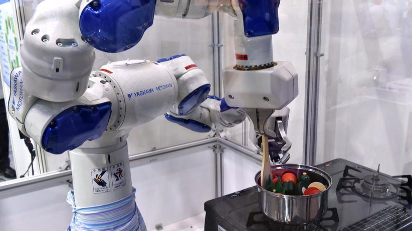 Roboter: Roboter ersetzen menschliche Arbeit in immer mehr Bereichen. Es bald nicht nur einen Kaffee-, sondern auch einen Kochautomaten.