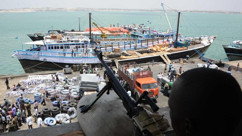 Islamisten: Die kenianische Armee ist in den Zuckerschmuggel der Islamisten verstrickt, im Hafen von Kismayo im Süden des Nachbarlandes Somalia.