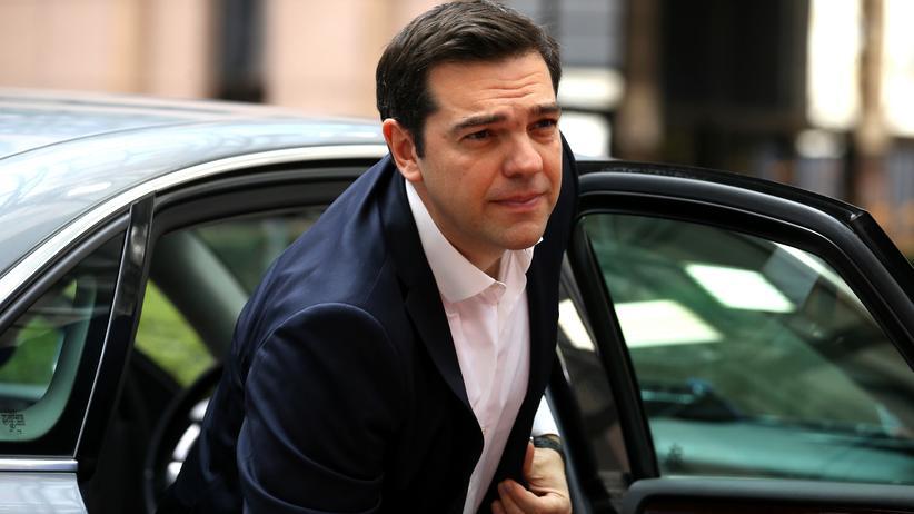 Alexis Tsipras: Alexis Tsipras vor dem EU-Ratsgebäude