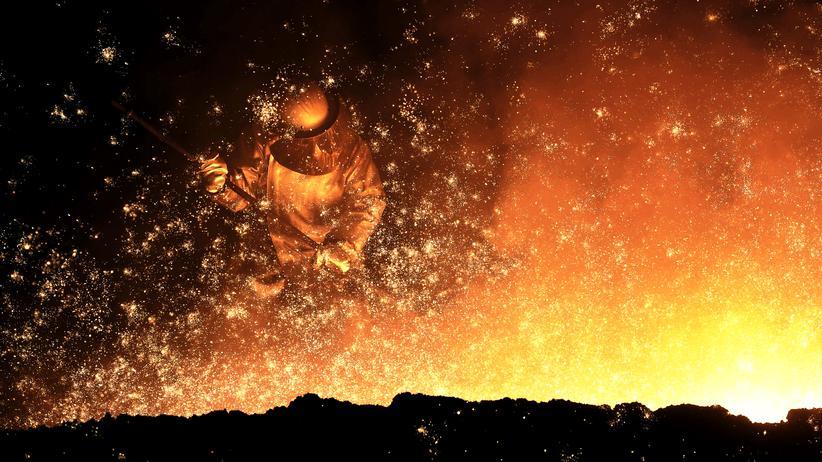 Tariflöhne: Ein Stahlkocher der Salzgitter AG