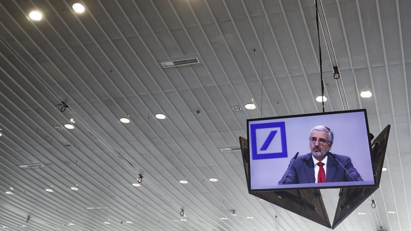 Deutsche Bank: Aktionäre lehnen Extraboni für Vorstände ab