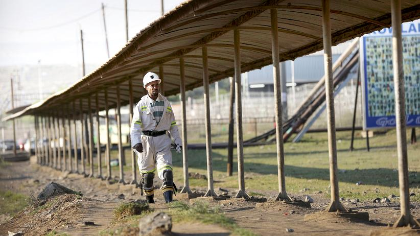 BASF: Arbeiter in einer Platinmine in Südafrika