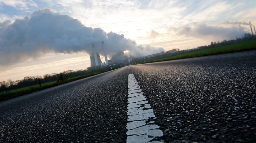 Energiewende: Auf dem Weg zum Kohlekraftwerk Niederaußem (Archiv)