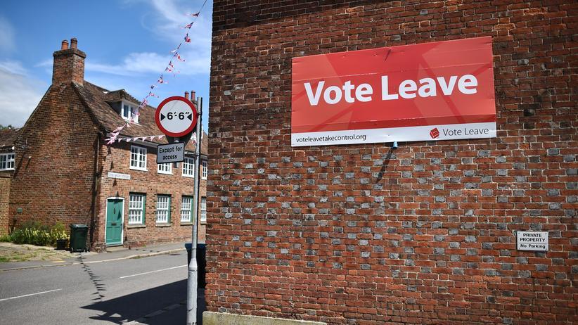 Europa: Ein Plakat mit dem Aufruf, für den Austritt aus der EU zu stimmen, an einem Haus in Charing