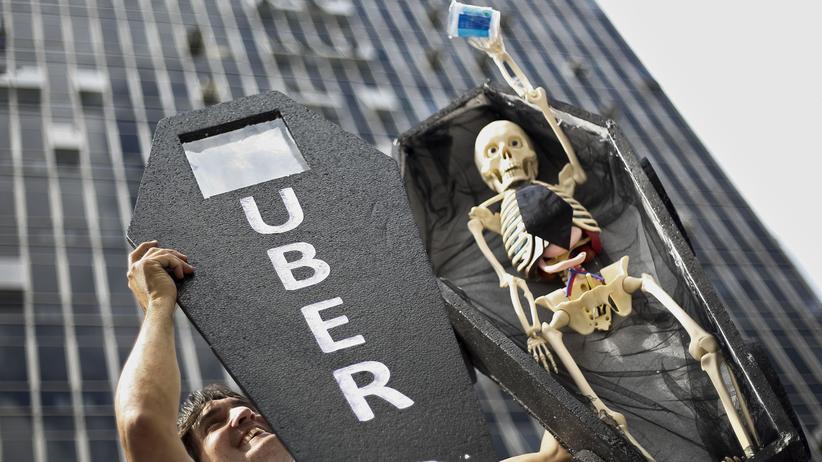 Sharing Economy: Wie hier in Sao Paolo in Brasilien protestieren Taxifahrer auf der ganzen Welt gegen den Fahrdienst Uber.